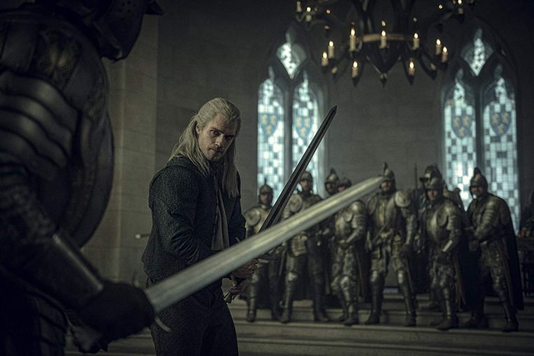 Henry Cavill in The Witcher Beeld