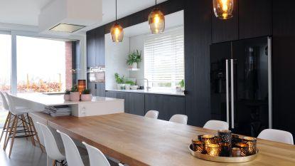 WOONVIDEO: Kijk binnen in deze moderne strakke woning met een hart van hout