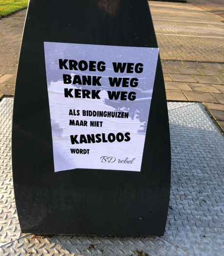 Biddinghuizen hangt vol met posters van 'rebels collectief'