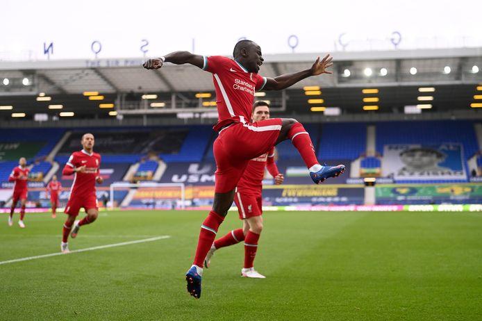 Sadio Mané viert de goal tegen Everton.