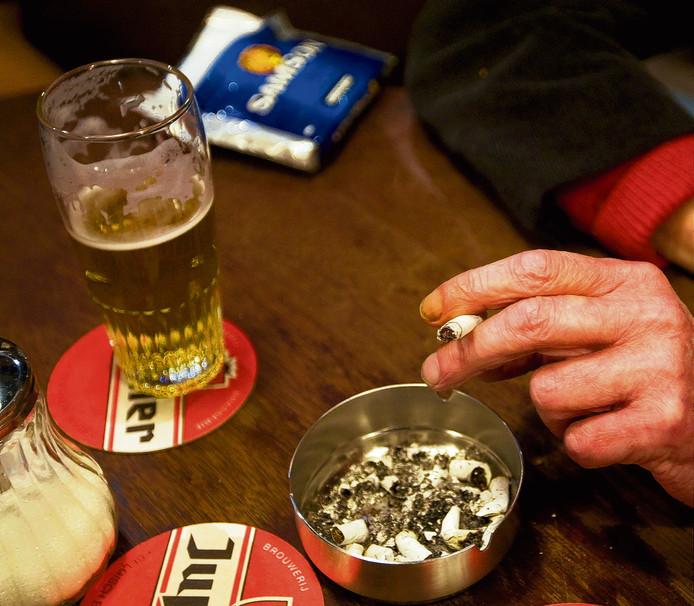 Het preventieakkoord moet bereiken dat mensen minder roken en problematisch drinken en gezonder eten