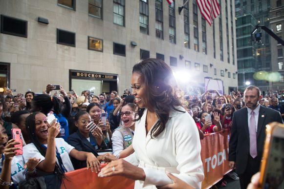 Gillende meisjes, fotograferende fans en lánge wachtrijen: als er één ex-first lady weet hoe het leven van pakweg Beyoncé eruitziet, dan wel Michelle Obama.