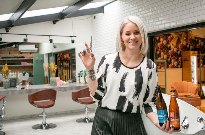Lynn De Kimpe in haar nieuwe kapsalon in brasserie 7'Nivoo in Sint-Gillis-Waas.
