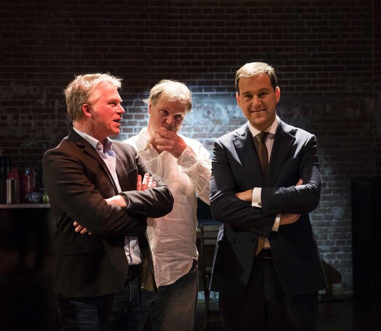 15 maart: Wouter Bos, Hans Spekman en Lodewijk Asscher kijken naar de voor de PvdA rampzalige verkiezingsuitslagen op tv. Beeld null