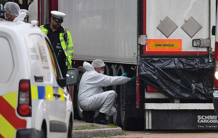 Le 23 octobre 2019, les corps de 31 hommes et de huit femmes, dont deux adolescents de 15 ans, avaient été découverts à bord d'un conteneur dans la zone industrielle de Grays, à l'est de Londres.