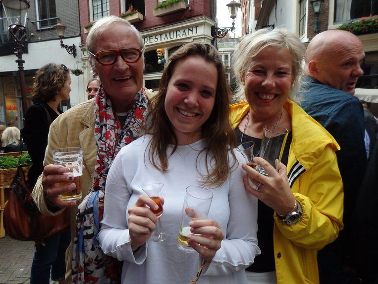Architect Flip Wentink, student Anouk Steffens en Lyanne de Kleine (L.K. Klein Agency) (vlnr). Vrouwen met een kopstoot. Om emotioneel van te worden. Beeld Schuim