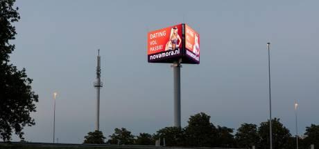 Deze reusachtige reclamezuil met ledschermen langs de snelweg bij Vianen is adviesclub een doorn in het oog