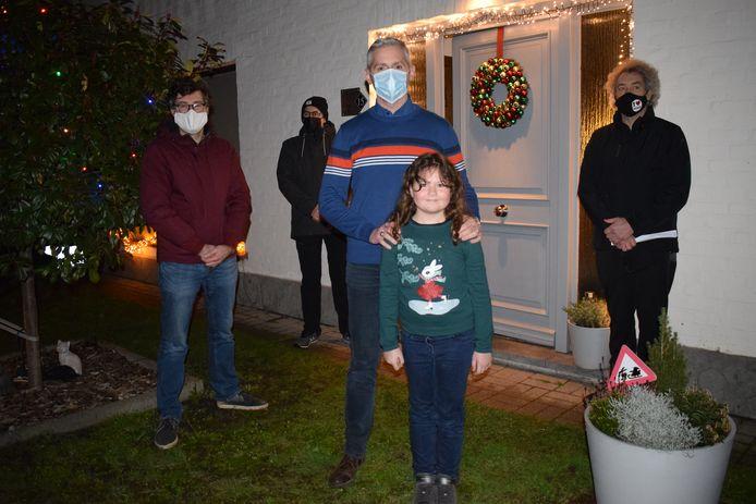 Stijn Van Geem en zijn dochter Lena (8) uit de Rozenlaan mochten de Winterlicht-hoofdprijs in ontvangst nemen.