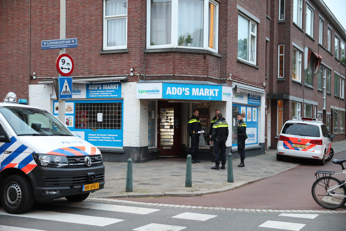 Jongen probeert avondwinkel aan Oudemansstraat te overvallen.