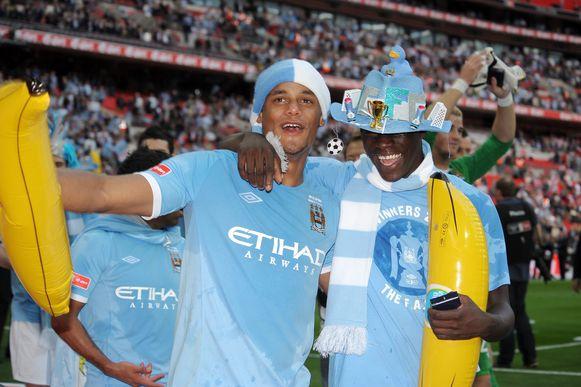 Vincent Kompany en Mario Balotelli vieren de FA Cup-winst in 2011.