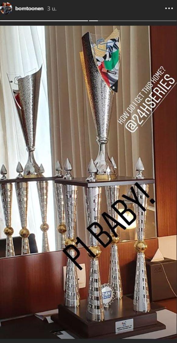 Boonen hield een gigantische trofee over aan zijn zege.
