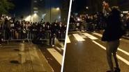 Charleroi-fans lijken corona even te vergeten tijdens viering buiten stadion, Bayat en spelers zingen en dansen gretig mee
