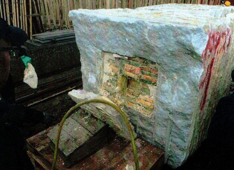 Een lading cocaïne die verborgen zat in een uitgeholde blok marmer uit Brazilië.