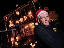 Dennis zet zijn kersthuis in Hengelo tóch aan, ondanks tegenslag