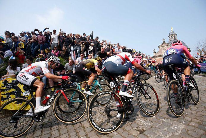 De Kapelmuur tijdens de wielerklassieker de Ronde van Vlaanderen.
