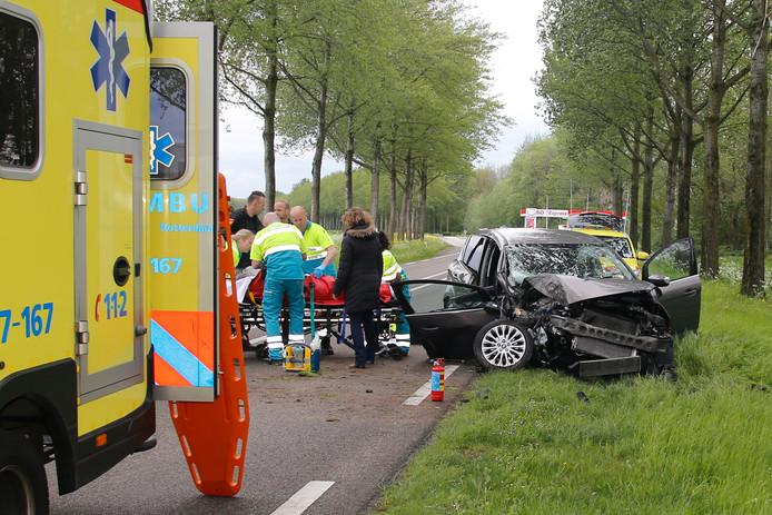 Vanwege het ongeval is de weg gestremd.