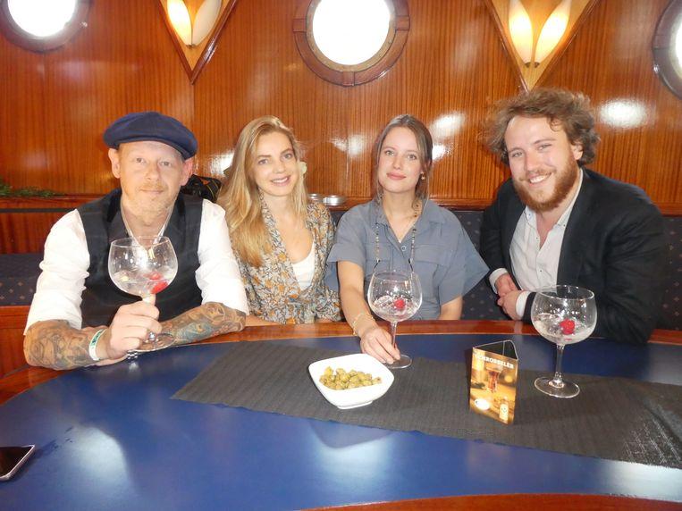 Serge Prins (Passion4gin), Lydia Vlasma en Amber Hendrix van Foodini, en Armand van der Geld (Momfer de Mol):