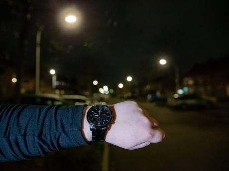 Rustige straten en pleinen bij begin van avondklok, eerste bekeuringen uitgedeeld