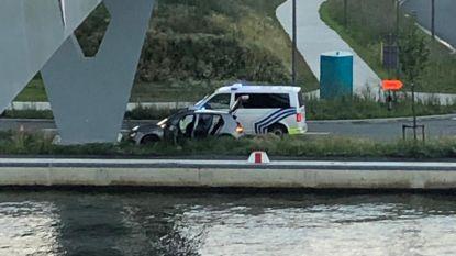 Verdacht voertuig crasht na lange achtervolging in Merksem: twee personen gearresteerd