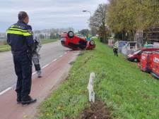 Auto belandt op de kop bij ongeval in Huissen, bestuurster gewond
