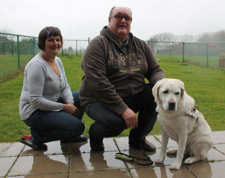 Kris en pleegouder Cecile met hond Gwenny.