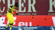 Even schrikken voor Witsel: Dortmund-spelers zien hoe fans thuisploeg plots zwarte tennisballetjes op terrein gooien