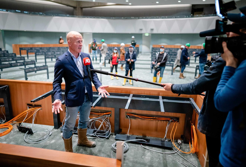Staatssecretaris Knops gaf deze week een rondleiding door de tijdelijke Tweede Kamer.