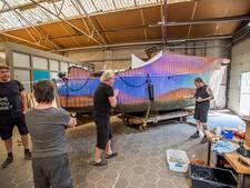 VIDEO: Tilburgse Love Boat repareren blijkt geen makkie