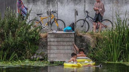 Bordjes tegen wildzwemmers in kanaal: anders GAS-boete van 50 euro