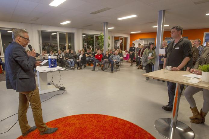 Met een kleine honderd deelnemers werd het 'event' van Rooi Werkt druk bezocht.
