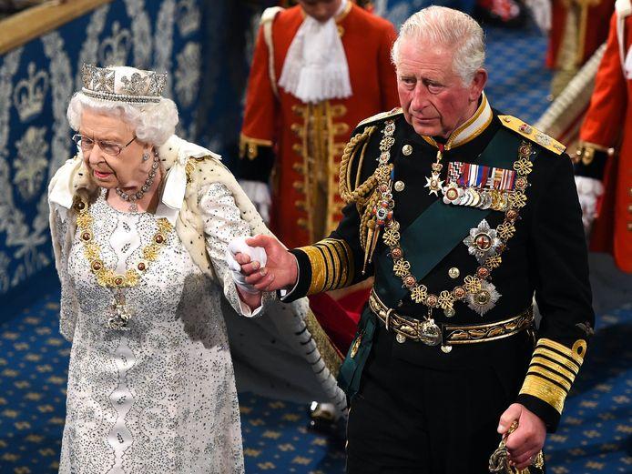La reine Elizabeth II et son fils, le prince Charles.