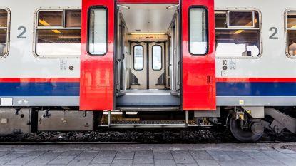 Dealer vergeet rugzak met drugs op trein en maakt het politie wel heel gemakkelijk