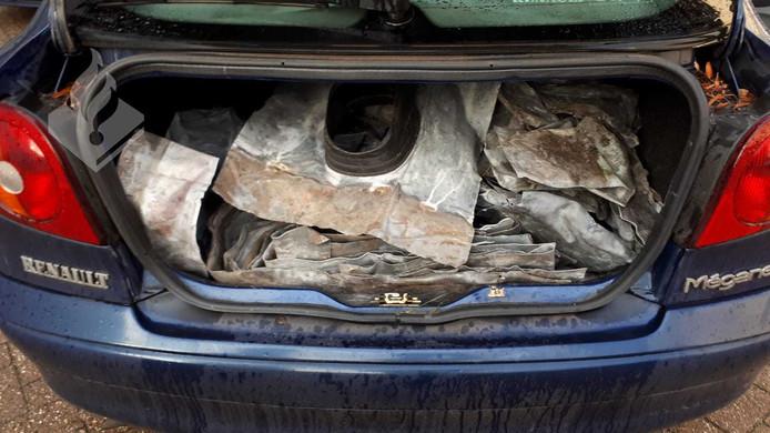 Twee verdachten aangehouden met daklood in auto.