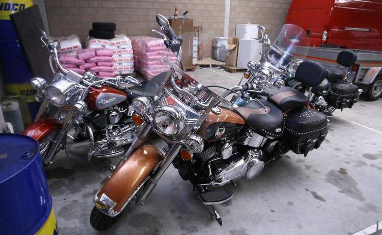 De speurders namen in juni 2009 onder andere deze Harley Davidsons bij drugsbaron Janus van W. in beslag. Hij werd opgepakt op een camping in Lommel.