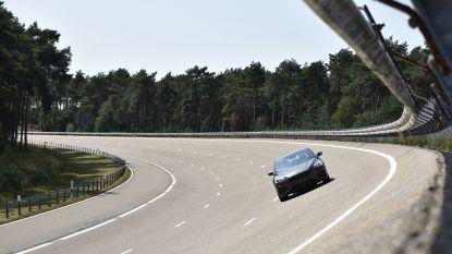 Het klinkt knettergek, maar dit is waarom iedereen zou moeten leren rijden aan 200 km per uur