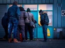 Zwolse dakloze doet bizarre bedreiging richting eigen moeder: 'Ik maak je dood en graaf je weer op'
