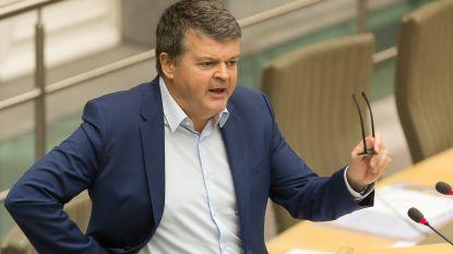 """Vakbonden misnoegd over 1.440 afvloeiingen bij Vlaamse ambtenaren: """"Burn-outs zijn nu al fors gestegen"""""""