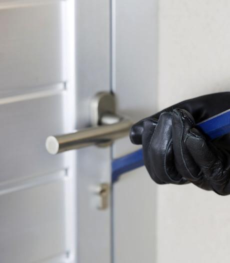 Inbreker slaat bejaarde vrouw in Soest