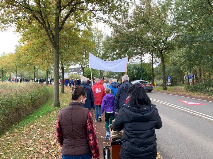 Met een stille tocht vroegen de actievoerders aandacht voor behoud van de groene Jagersboschlaan en de wijze waarop Vught omgaat met inspraak.