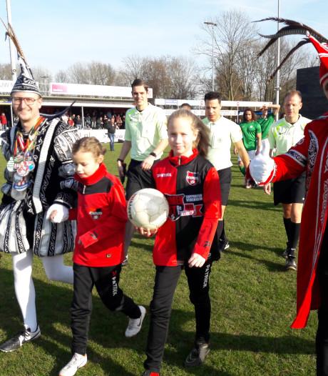 Prinselijke aftrap bij De Treffers – AFC in Groesbeek