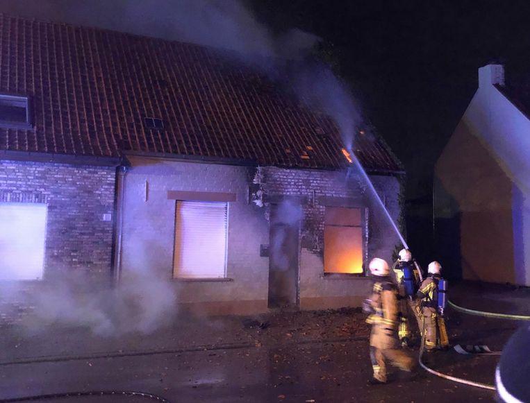 Het was voor de brandweer onmogelijk om de getroffen woning nog te redden.