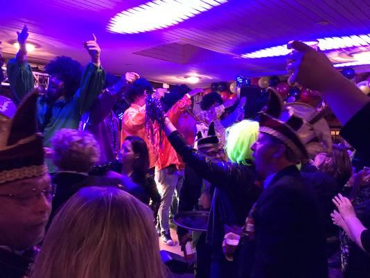 Feestelijke presentatie kandidaten prins carnaval in De Ouwe Deeg in Ewijk