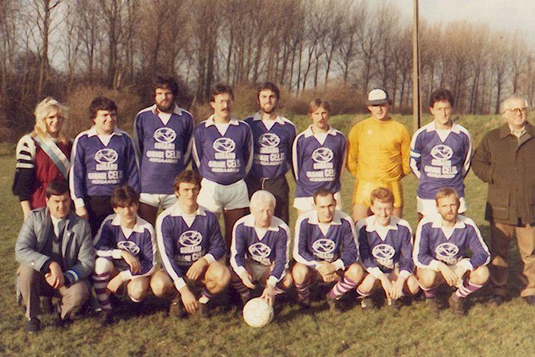 De kampioenenploeg uit 1985 op Getedal.