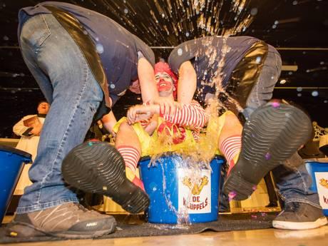 Carnavalsprinsen worden 'gedoopt' bij de Houtse Kluppels in Helmond