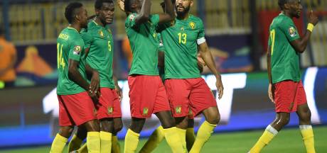 Seedorf en Kluivert zien Kameroen eerste duel in Afrika Cup winnen