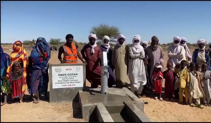 De lokale bevolking is blij met de naar Ömer Dogan vernoemde waterput in Tsjaad.