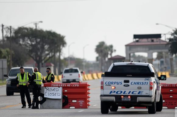 Een controlepunt aan de luchtbasis van Corpus Christi, Texas, na de schietpartij.