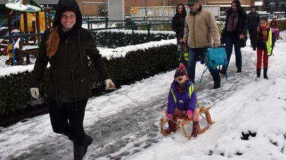 Sneeuwman maken op school en met de slee naar huis