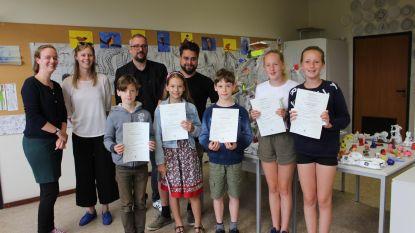 Jonge kunstenaars ontvangen hun diploma