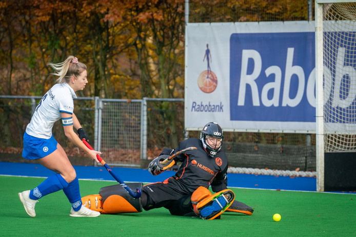 Arnhemsche HC tegen HCM: de hockeysters scoren er flink op los dit seizoen.
